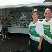 Nieuwe viskraam Peter en Ineke de Graaf uit Spakenburg parkeerterrein Kostmand Huizen