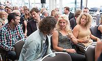 LOOSDRECHT - Rugby international Tessa Velthuis (m) . Lancering Sport Helpt, een initiatief van hockeyers Rogier Hofman en Tim Jenniskens. FOTO KOEN SUYK