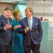NLD/Almelo/20161028 - Streekbezoek Achterhoek door Willem-Alexander en Maxima, boeke wasserij Springedal in Ootmarsum