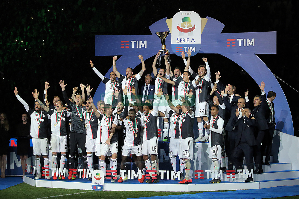 May 19, 2019 - Turin, Turin, Italy - Juventus FC players celebrate with the trophy after winning the Serie A Championship at the end of the serie A match between Juventus FC and Atalanta BC at Allianz Stadium on May 19, 2019 in Turin, Italy. (Credit Image: © Giuseppe Cottini/NurPhoto via ZUMA Press)