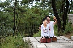 Kraftakt: Nur mit der Kraft ihrer Arme erklimmen die beiden Behinderten Chen Zhou und Gao Zhiyu den Mount Lao / 100916 *** <br /> QINGDAO, CHINA - SEPTEMBER 10: <br /> Legless motivational speaker Chen Zhou (R) and legless teenager Gao Zhiyu climb the Mount Lao on September 10, 2016 in Qingdao, Shandong Province of China. 11-year-old Gao Zhiyu form Shandong Jimo, accompanied by 32-year-old motivational speaker Chen Zhou form Shandong Linyi, climbed the Mount Lao and finally arrived at the 900-meter-high site after over five hours' climbing on Saturday in Qingdao.