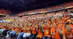 04-10-2015 NED: Volleyball European Championship Final Nederland - Rusland, Rotterdam<br /> Nederland verliest kansloos met 3-0 van het sterke Rusland / Een uitverkocht Ahoy, Oranje support publiek