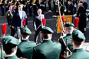 Officieel bezoek Jordanie aan Nederland - Dag 1<br /> <br /> Koning Abdullah II en koningin Rania worden tijdens de welkomstceremonie vergezeld door koning Willem-Alexander en koningin Maxima op Paleis Noordeinde.<br /> <br /> Official visit Jordan to the Netherlands - Day 1<br /> <br /> King Abdullah II and Queen Rania are accompanied during the welcome ceremony by King Willem-Alexander and Queen Maxima at Noordeinde Palace.<br /> <br /> Op de foto / On the photo: Koning Abdullah II en  koning Willem-Alexander  ///   King Abdullah II and  King Willem-Alexander