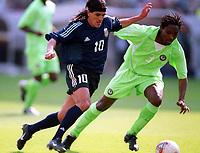 Fotball. VM 2002. 02.06.2002.<br />Argentina v Nigeria 1-0.<br />Daniel Ortega, Argentina.<br />Celestine Babayaro, Nigeria.<br />Foto: Jean-Marie Hervio, Digitalsport