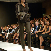 NLD/Amsterdam/20060909 - Modeshow Mart Visser Winter 2006, mannequin Giovanca Ostiana