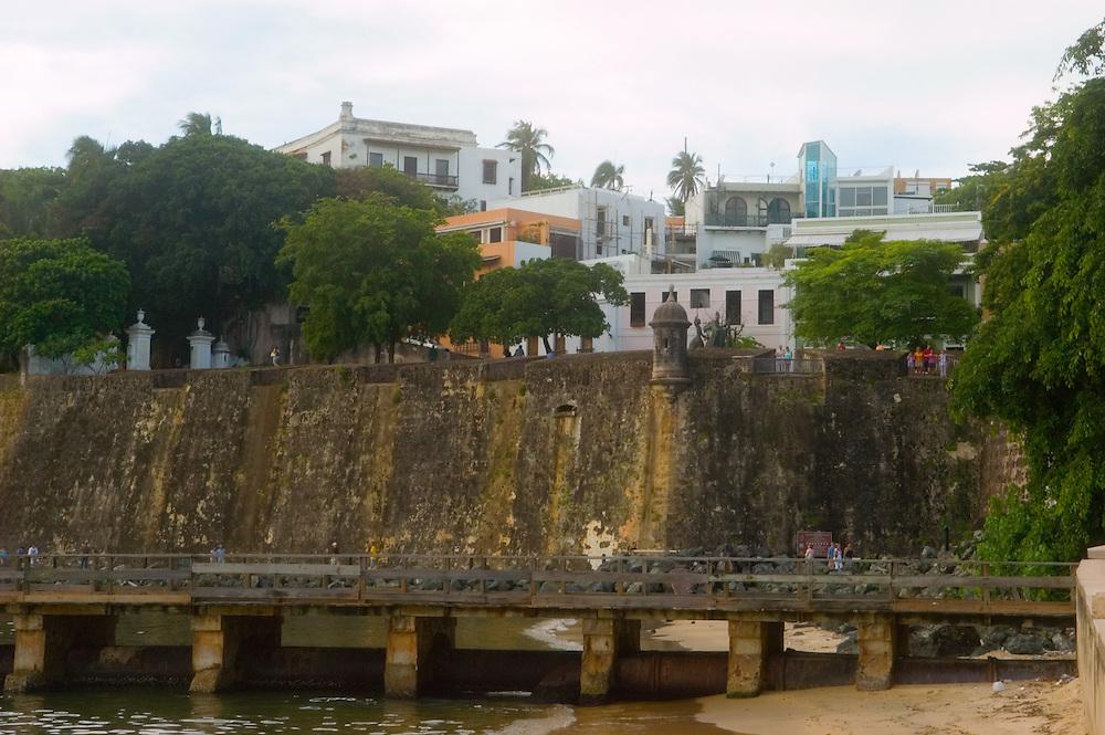 06142005-San Juan, Puerto Rico- Muralla con Garita protegiendo al Viejo San Juan.