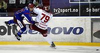 GET Ligaen<br /> Ishockey<br /> 28.09.10<br /> Vålerenga VIF - Stjernen<br /> Evan Barlow - Alex Syversen<br /> Foto: Kasper Wikestad
