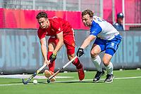 ANTWERPEN -  Scotland-England . Belfius Eurohockey Championship (men) hockey.  Phil Roper (Eng) met Calum Duke (Sco)   COPYRIGHT KOEN SUYK