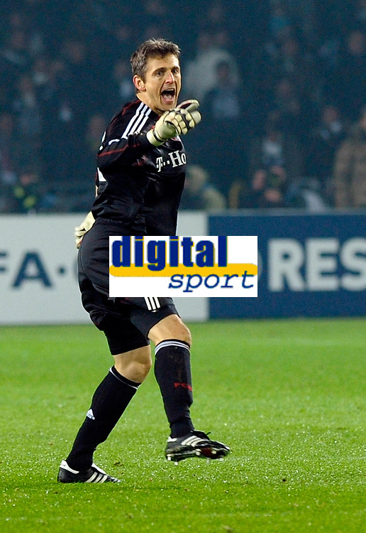 Hans Jorg Butt 's celebration for his 1-0 leading goal scored for Bayern Munchen. <br /> Torino 08/12/2009 Stadio Olimpico<br /> Juventus vs Bayern München - Champions League 2009-10.<br /> <br /> Norway only
