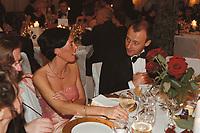 24 NOV 2000, BERLIN/GERMANY:<br /> Charlotte Merz und Friedrich merz, CDU, CDU/CSU Fraktionsvorsitzender, Bundespresseball 2000, Hotel Intercontinental<br /> IMAGE: 20001124-01/03-09<br /> KEYWORDS: Frau, Ehefrau, Politikerfrau, Ball, Presseball
