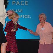 London, UK. 31th October, 2016. Dame Barbara Windsor presents the Long Service awards to Violet Pace at Team London Awards at City Hall, London,UK. Photo by See Li