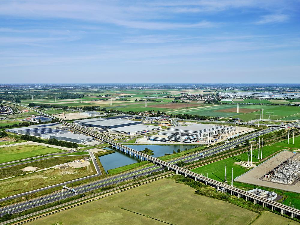 Nederland, Zuid-Holland, Zoetermeer, 14-09-2019; hogesnelheidslijn HSL kruist autosnelweg A12, ten Oosten van Zoetermeer.  Naast de hogesnelheidslijn hoogspanning-verdeelstation van Tennet.<br /> High-speed line HSL crosses the A12 motorway, east of Zoetermeer.<br /> <br /> luchtfoto (toeslag op standard tarieven);<br /> aerial photo (additional fee required);<br /> copyright foto/photo Siebe Swart