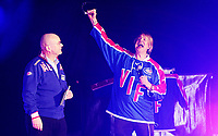 Ishockey Hokey<br /> GET - ligaen<br /> Jordal Amfi 29.12.12<br /> Vålerenga VIF - Storhamar<br /> Kick-off til jubileumssesongen 2013 med Vålerenga Idrettsforening<br /> Alex Rosèn underholder med Einar Gelius<br /> Foto: Eirik Førde