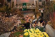 """Wien/Oesterreich, AUT, 28.01.2008: Saenger auf der Buehne waehrend dem Jaegerball in der Wiener Hofburg.<br /> <br /> Vienna/Austria, AUT, 28.01.2008: Singer on stage during the Hunters Ball (Jaegerball) at the """"Hofburg"""" in Vienna."""