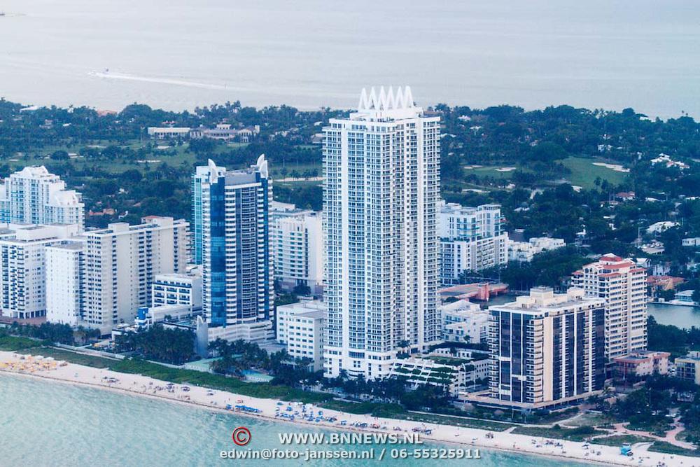USA/Miami/20150808 - Rondvlucht boven Miami, kustlijn