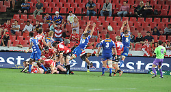070418 Emirates Airlines Park, Ellis Park, Johannesburg, South Africa. Super Rugby. Lions vs Stormers. Stormers players try stop the ball being kicked near their try line. <br />Picture: Karen Sandison/African News Agency (ANA)
