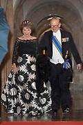 Koningspaar biedt Corps Diplomatique diner aan in het Paleis op de dam /// Royal Couple offers Corps Diplomatique dinner in the Palace on the dam<br /> <br /> Op de foto / On the photo:  Prinses Margriet en Pieter van Vollenhoven
