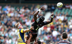 GJ van Velze of Worcester Warriors and Maro Itoje of Saracens try to catch the ball - Mandatory by-line: Robbie Stephenson/JMP - 03/09/2016 - RUGBY - Twickenham - London, England - Saracens v Worcester Warriors - Aviva Premiership London Double Header