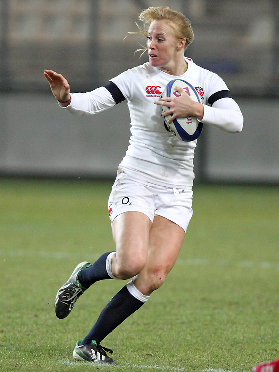 Michaela Staniford in action. France Women v England Women in the Six Nations 2014 at Stade des Alpes, Grenoble, France on Saturday 1st February 2014, kick off 2055