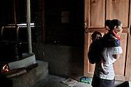 In the caracol the women always bring the child in them back, as the indigenous tradition.<br /> Las mujeres zapatistas llevan a su bebe en la espalda, como en la tradición indigena.