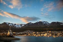 Ushuaia vista a partir do porto com Cordilheira dos Andes ao fundo. FOTO: Jefferson Bernardes/ Agência Preview