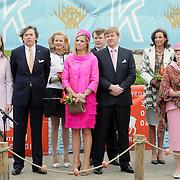 NLD/Makkum/20080430 - Koninginnedag 2008 Makkum, Ed Nijpels en partner Elsbeth Janmaat, mabel Wisse Smit, Maxima en Willem Alexander, Marilene, en koninging Beatrix