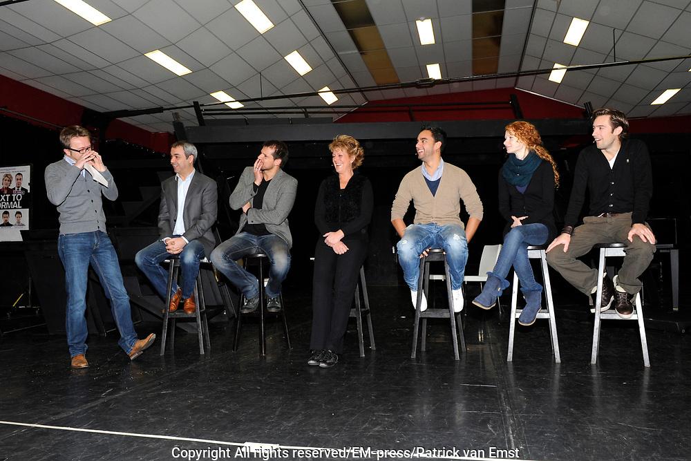 Perspresentatie Next to Normal - de musical in de Dutch Studio's Amsterdam.<br /> <br /> Op de foto:  v.l.n.r. regiseur Paul Eenens , Wim van den Driessche , Rene van Kooten , Simone Kleinsma , Freek Bartels , Michelle van de Ven en Jonathan Demoor
