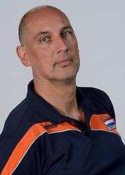 21-05-2014 NED: Selectie Nederlands volleybal team vrouwen, Arnhem<br /> Op Papendal werd het Nederlands team volleybal seizoen 2014-2015 gepresenteerd / Ass. coach Ron Zwerver