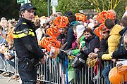 De koninklijke familie is in Zwolle voor de viering van Koningsdag. /// The royal family is in Zwolle for the celebration of King's Day.<br /> <br /> Op de foto / On the photo:  Politie / Police