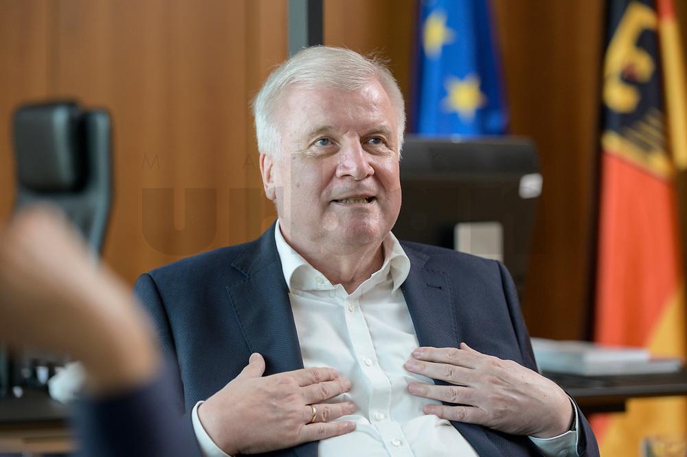 01 JUL 2019, BERLIN/GERMANY:<br /> Horst Seehofer, CSU, Bundesinnenminister, waehrend einem Interview, in seinem Buero, Bundesministerium des Inneren<br /> IMAGE: 20190701-01-031<br /> KEYWORDS: Büro