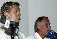 Friidrett<br /> 20.07.2010<br /> Foto: Morten Olsen, Digitalsport<br /> <br /> Pressekonferanse Norges Fri-idrettsforbund<br /> Ullevaal Stadion<br /> Anledning av at kappgjengeren Erik Tysse har avlagt en positiv dopingprøve<br /> <br /> Erik Tysse (L) <br /> Helge Oftebro
