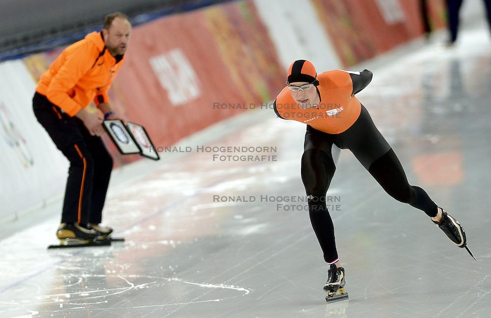 18-02-2014 SCHAATSEN: OLYMPIC GAMES: SOTSJI<br /> Sven Kramer verliest de 10000 meter van Jorrit Bergsma die een Olympisch record reed.<br /> ©2014-FotoHoogendoorn.nl