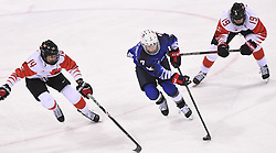 PYEONGCHANG, Feb. 22, 2018  Monique Lamoureux-Morando of the United States (C) vies for the puck during women's ice hockey final against Canada at Gangneung Hockey Centre, in Gangneung, South Korea, Feb. 22, 2018. The United States beat Canada in shootout to win the women's ice hockey gold medal at the Winter Olympic Games here on Thursday. (Credit Image: © Wang Haofei/Xinhua via ZUMA Wire)