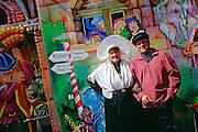 Couple en costume traditionnel à l'occasion de la Fête de Boulogne-sur-Mer, région Nord-Pas-de-Calais.<br /> Couples wearing traditional costume during the Festival of Boulogne-sur-Mer, Nord-Pas-de-Calais region.