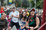 """On Sundays and public holidays, the so long """"carrera siete """" is closed to motorized transport and he bogotans will flock to bike, walk, with skates etc ... not forgetting sessions of jazzercise."""