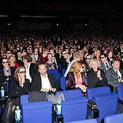 NLD/Amsterdam/20111121 - Premiere Nova Zembla 3D, publiek in zaal met 3d brillen