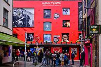 République d'Irlande, Dublin, quartier de Temple Bar, Wall of Fame avec des images des musiciens et groupes les plus célèbres de la ville // Republic of Ireland; Dublin, the touristic Temple Bar area, Wall of Fame featuring images of the cit's most famous musicians and bands