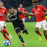 NLD/Amsterdam/20181023 - Champions Leaguewedstrijd  Ajax - SL Benfica, nr. 5 Ljubomir Fejsa, nr. 22 Hakim Ziyech en nr.13 Gedson Fernandes