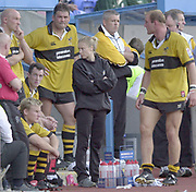 Reading, Berkshire, 29/09/02<br /> London Irish vs Wasps,<br /> Wasp's bench, [L to R] Red Shirt, Shaun EDWARDS, Phil GREENING, sitting step, Stuart ABBOTT, in chair Rob HOWLEY, Craig DOWD, Physio., Warren GATLAND, Lawrence DALLAGLIO during the ZURICH PREMIERSHIP RUGBY match at the Madejski Stadium,  [Mandatory Credit: Peter Spurrier/Intersport Images],