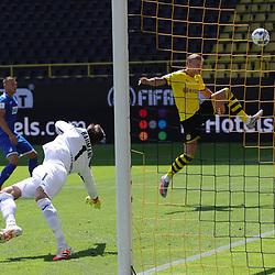 Chance HAALAND, BVB gegen BAUMANN<br /> <br /> firo, Sport: Fussball: 1. Bundesliga: Saison 2019/2020, 27.06.2020,34. Spieltag,<br /> BVB, Borussia Dortmund - TSG Hoffenheim<br /> <br /> Foto: Ralf Ibing / firosportphoto / POOL/PIX-Sportfotos<br /> <br /> Nur für journalistische Zwecke! Only for editorial use! <br /> <br /> <br /> Foto © PIX-Sportfotos *** Foto ist honorarpflichtig! *** Auf Anfrage in hoeherer Qualitaet/Aufloesung. Belegexemplar erbeten. Veroeffentlichung ausschliesslich fuer journalistisch-publizistische Zwecke. For editorial use only. DFL regulations prohibit any use of photographs as image sequences and/or quasi-video.