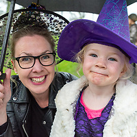 REPRO FREE<br /> Siobhan and Muireann Howe from Kinsale pictured at the Kinsale Halloween Parade.<br /> Picture. John Allen