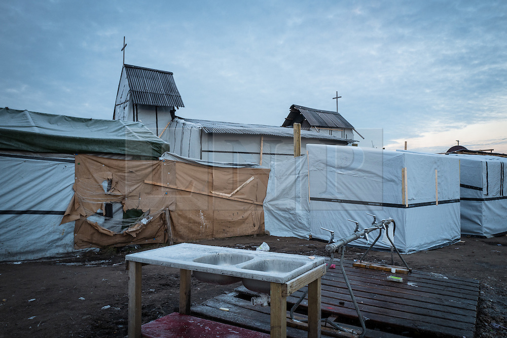 © London News Pictures. Calais, France. 19/01/16. The Calais 'Jungle' freezes over as sub-zero temperatures hit northern France. Around 5,000 refugees are currently living in the camp, many with only tents for shelter. Photo credit: Rob Pinney/LNP