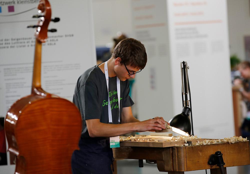 Geigenbauer/in EFZ / Luthier CFC / Luthi?re CFC / Liutaio (AFC) / Liutaia (AFC) / Netzwerk Kleinstberufe / R?seau m?tiers rares / Rete microprofessioni<br /> ©  Stefan Wermuth