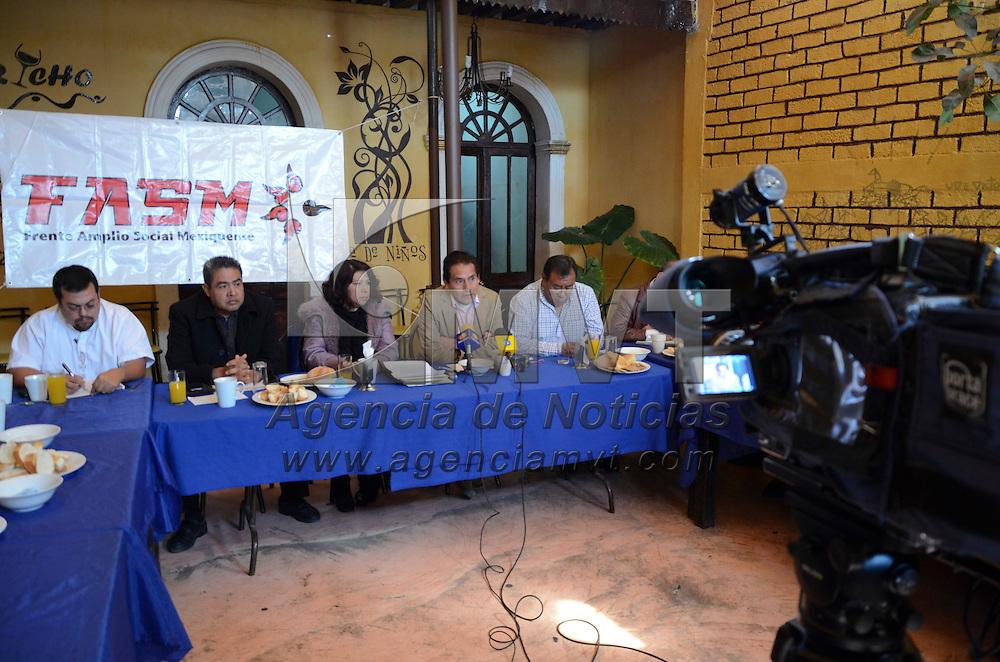 Toluca, México.- El Frente Amplio Social Mexiquense, (FASM), durante conferencia donde anunciaron una mega marcha el proximo 31 de enero, en contra de la reforma energética,educativa y fidcal, en la Ciuda de Toluca y Distrito Federal. Agencia MVT / Arturo Hernández S.