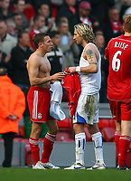 Fotball<br /> England <br /> Foto: Propaganda/Digitalsport<br /> NORWAY ONLY<br /> <br /> LIVERPOOL, ENGLAND - SATURDAY, OCTOBER 14th , 2006: Liverpool's Craig Bellamy and Blackburn Rovers' Robbie Savage swap shirts after the 1-1 draw during the Premiership match at Anfield.