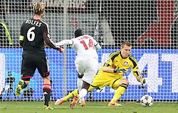 Football: Champions League<br /> Bayer 04 Leverkusen vs Paris Saint Germains (PSG)<br /> Blaise Matuidi (PSG) vs goalkeeper Bernd Leno (Bayer) *** Local Caption *** © pixathlon