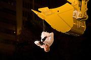 Sao Paulo_SP, Brasil...Apresentacao de Philippe Priasso do grupo de danca frances Cia Beau Geste com o espetaculo Transports Exceptionnels durante 5a Virada Cultural que acontece na regiao central da cidade...The Philippe Priasso presentation of the french dance group Cia Beau Geste with spectacle Transports Exceptionnels during the 5a Virada Cultural in the central region...Foto: MARCUS DESIMONI / NITRO