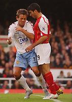 Fotball<br /> Premier League England<br /> 2004/2005<br /> 16.10.2004<br /> Foto: SBI/Digitalsport<br /> NORWAY ONLY<br /> <br /> Arsenal v Aston Villa<br /> <br /> Arsenal's Antonio Reyes and Villa's Lee Hendrie have confrantation