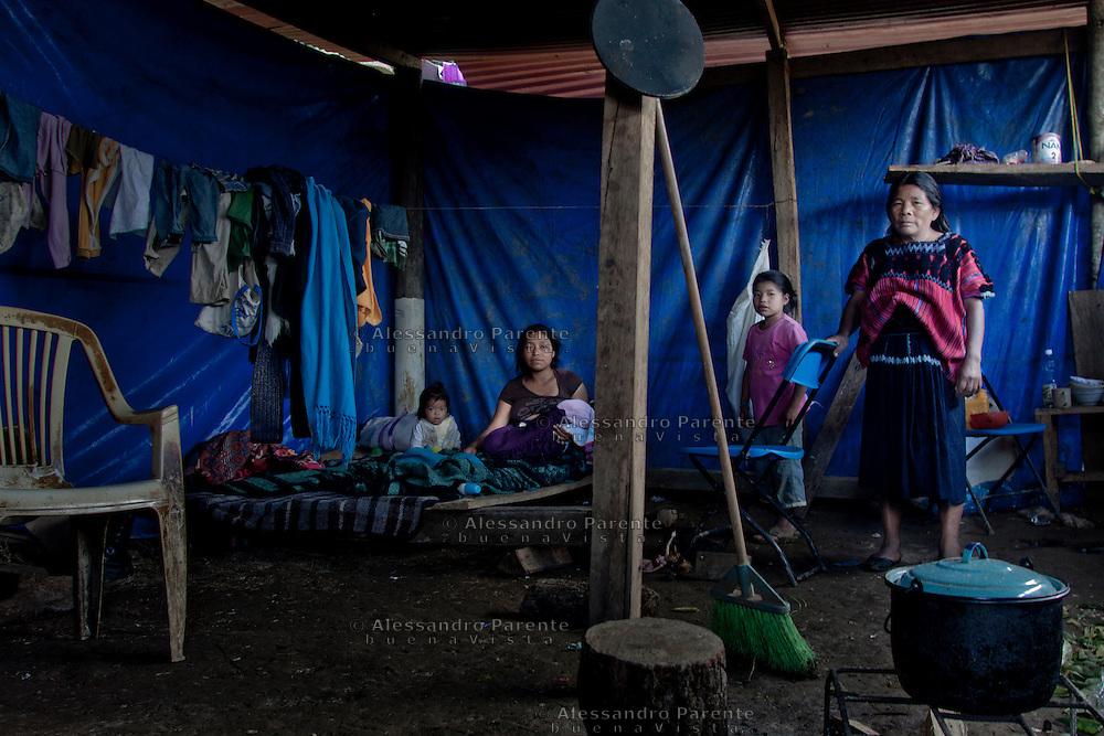 Inside the refugees tent was born a baby, here is five days old.<br /> Niña de cinco dias nacida adentro de la carpa de refugiados.