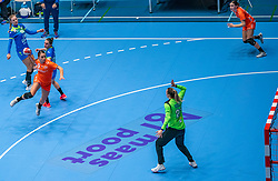 Larissa Nusser of Netherlands, Amra Pandzic of Slovenia in action during the Women's friendly match between Netherlands and Slovenia at De Maaspoort on march 19, 2021 in Den Bosch, Netherlands (Photo by RHF Agency/Ronald Hoogendoorn)